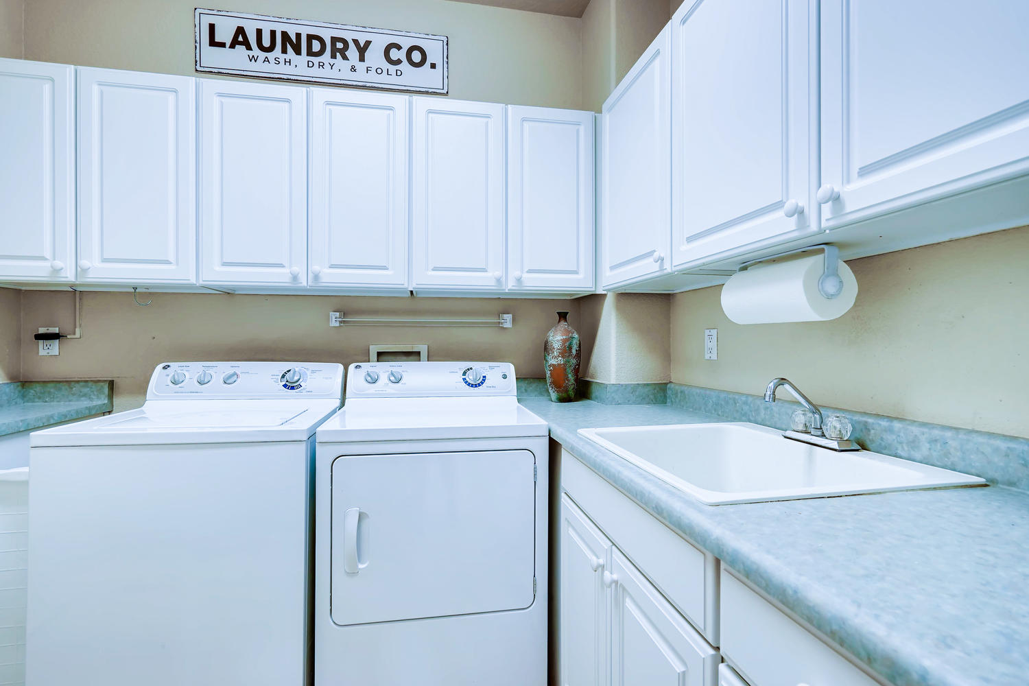 NEW LISTING 5675 S Depew Circle Littleton Main Level Laundry Room