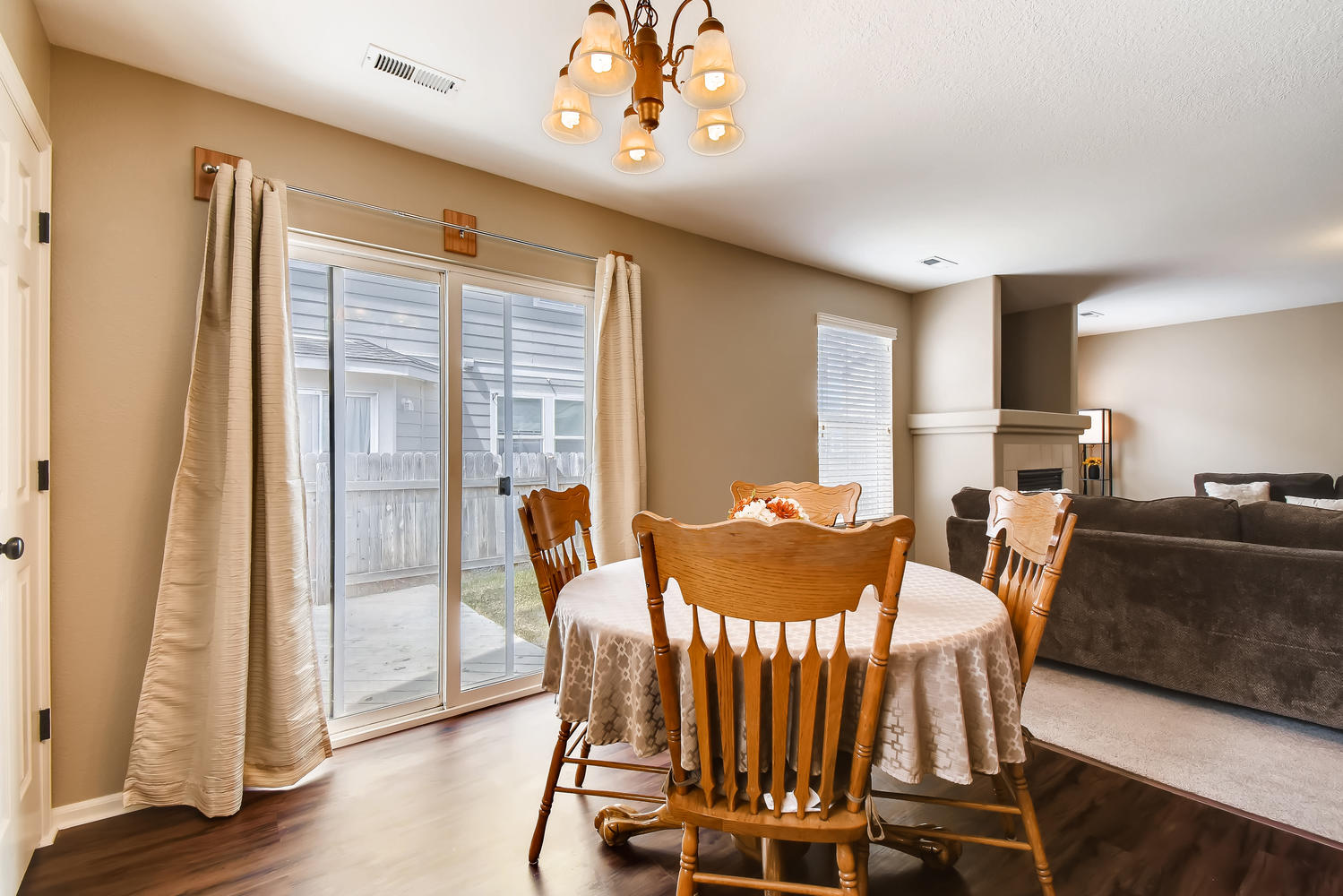 REAL ESTATE LISTING: 10595 Forester Pl Longmont CO Eating Area and Slider
