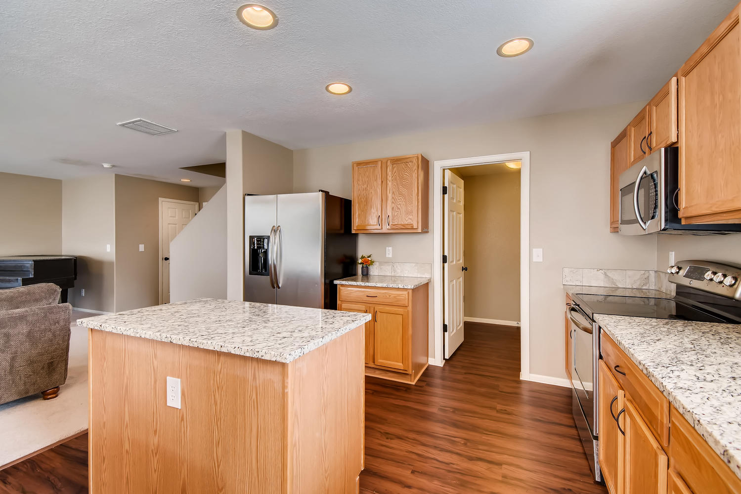 REAL ESTATE LISTING: 10595 Forester Pl Longmont CO Kitchen