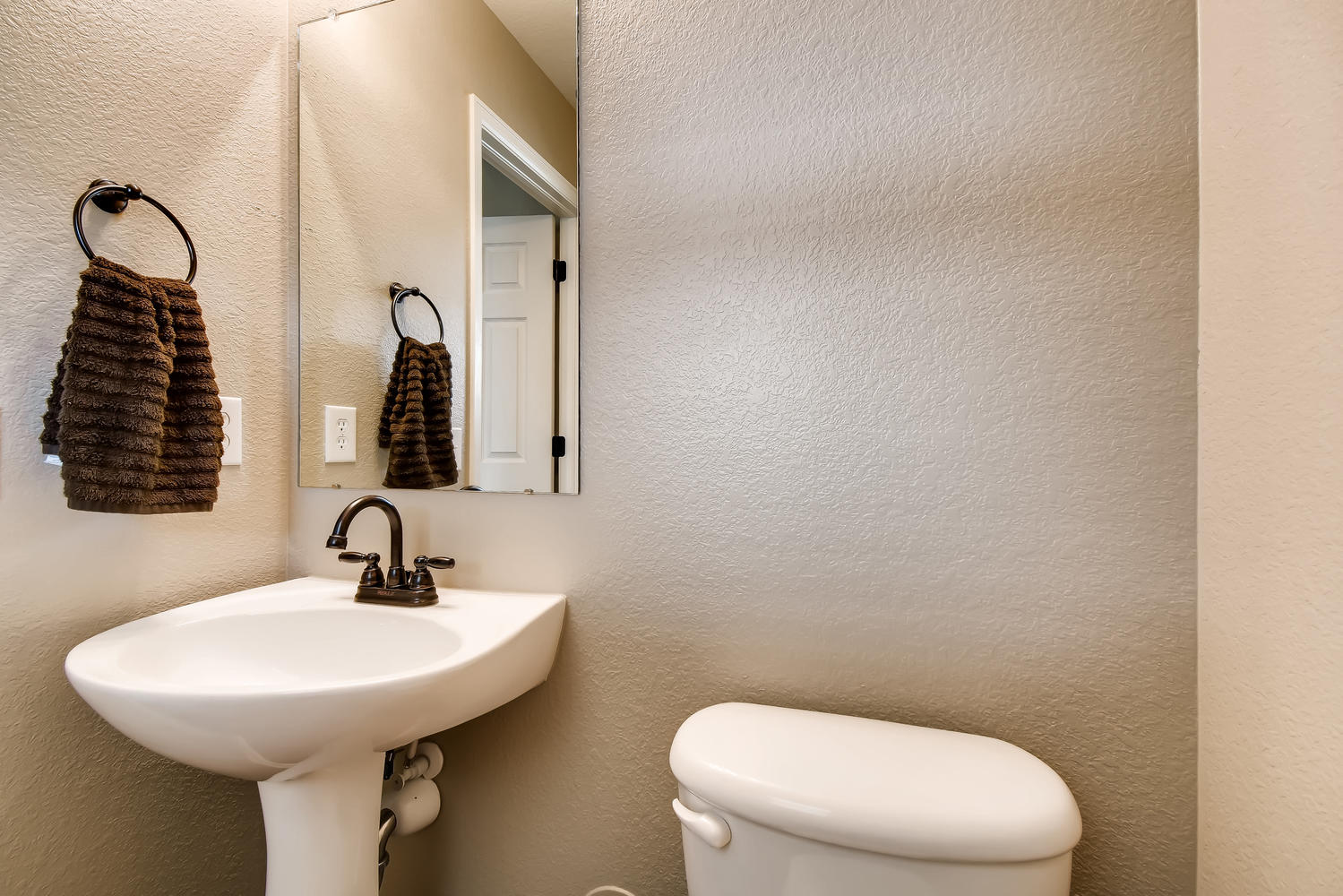 REAL ESTATE LISTING: 10595 Forester Pl Longmont CO Powder Room