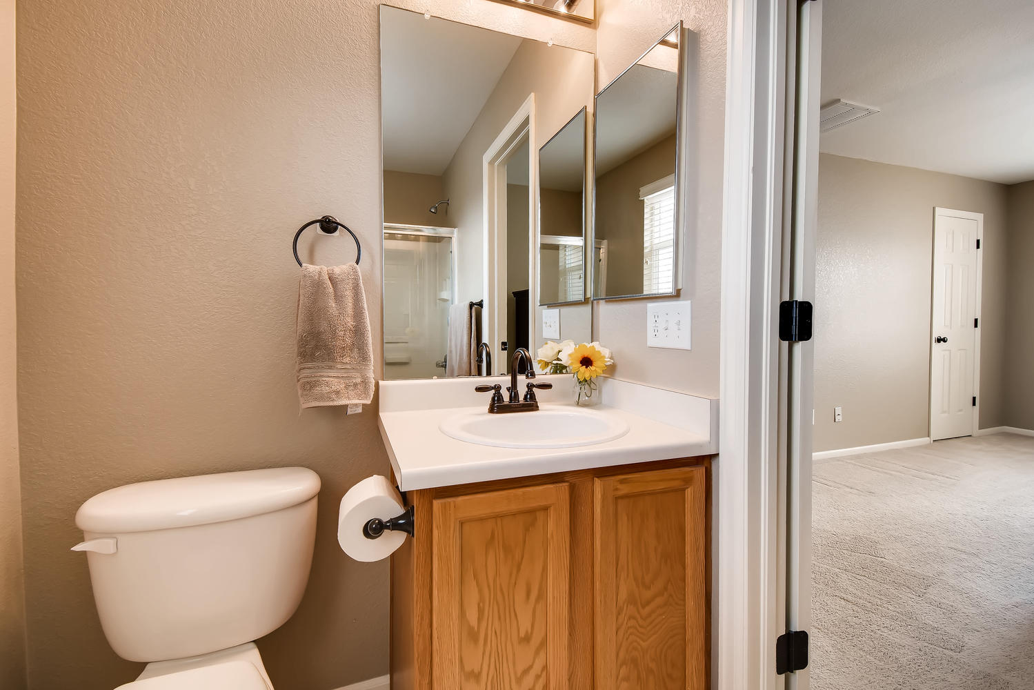 REAL ESTATE LISTING: 10595 Forester Pl Longmont CO Master Bath