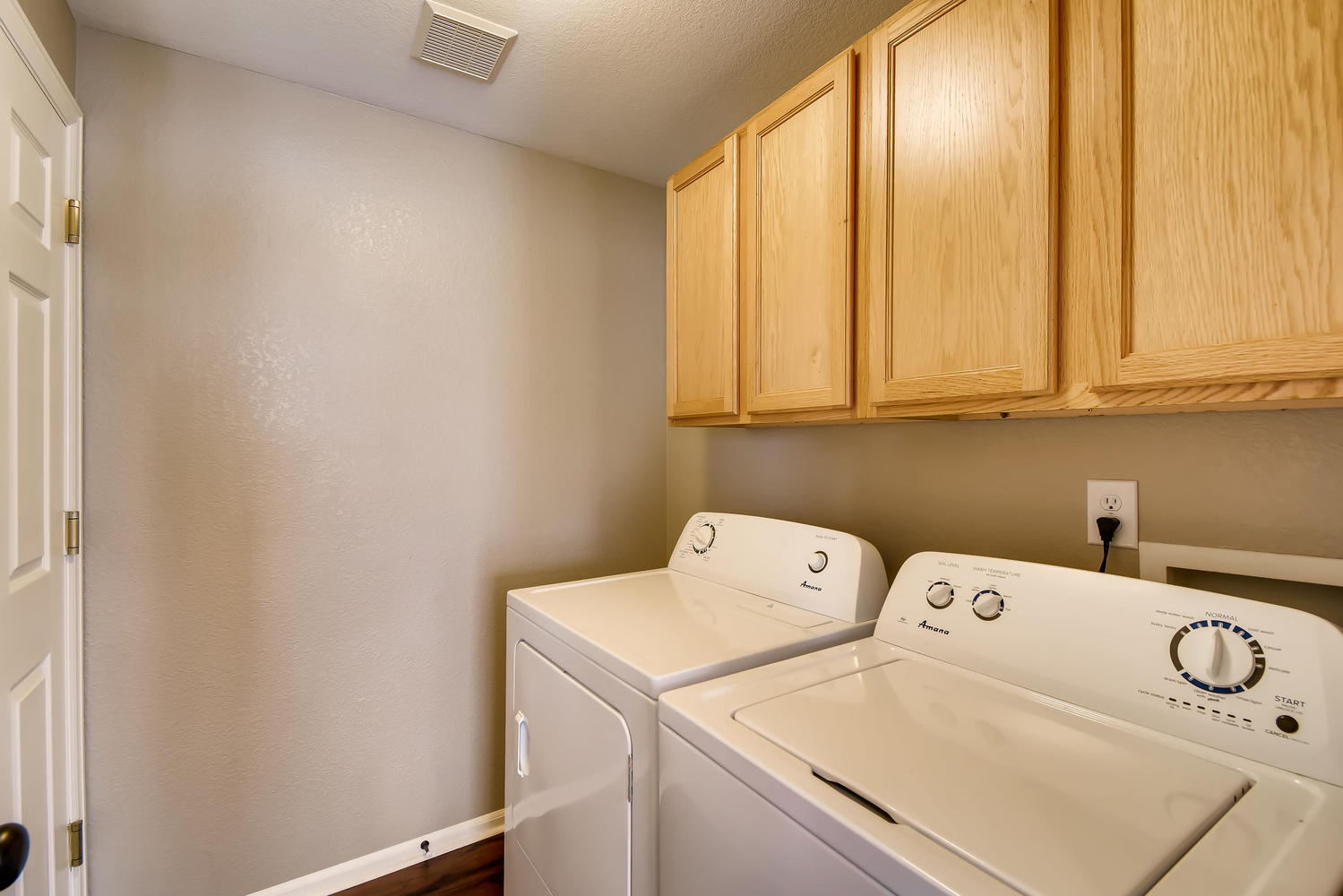 REAL ESTATE LISTING: 10595 Forester Pl Longmont CO Laundry Room