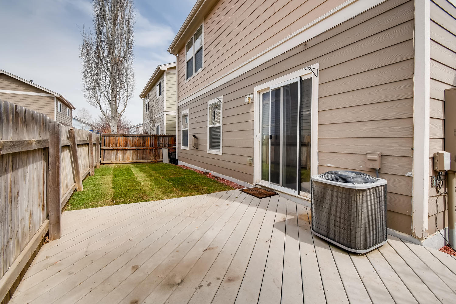 REAL ESTATE LISTING: 10595 Forester Pl Longmont CO Back Deck and Yard