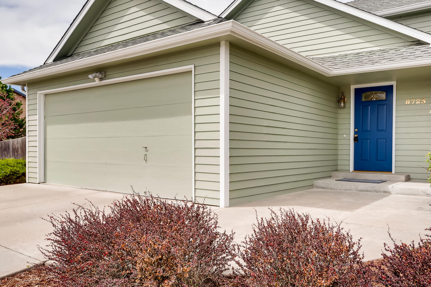 REAL ESTATE LISTING: 8725 S Yukon St Littleton CO Front Entry