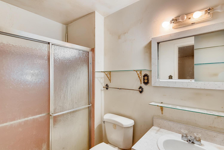 REAL ESTATE LISTING: 1025 W 101st Place Northglenn Master Bath
