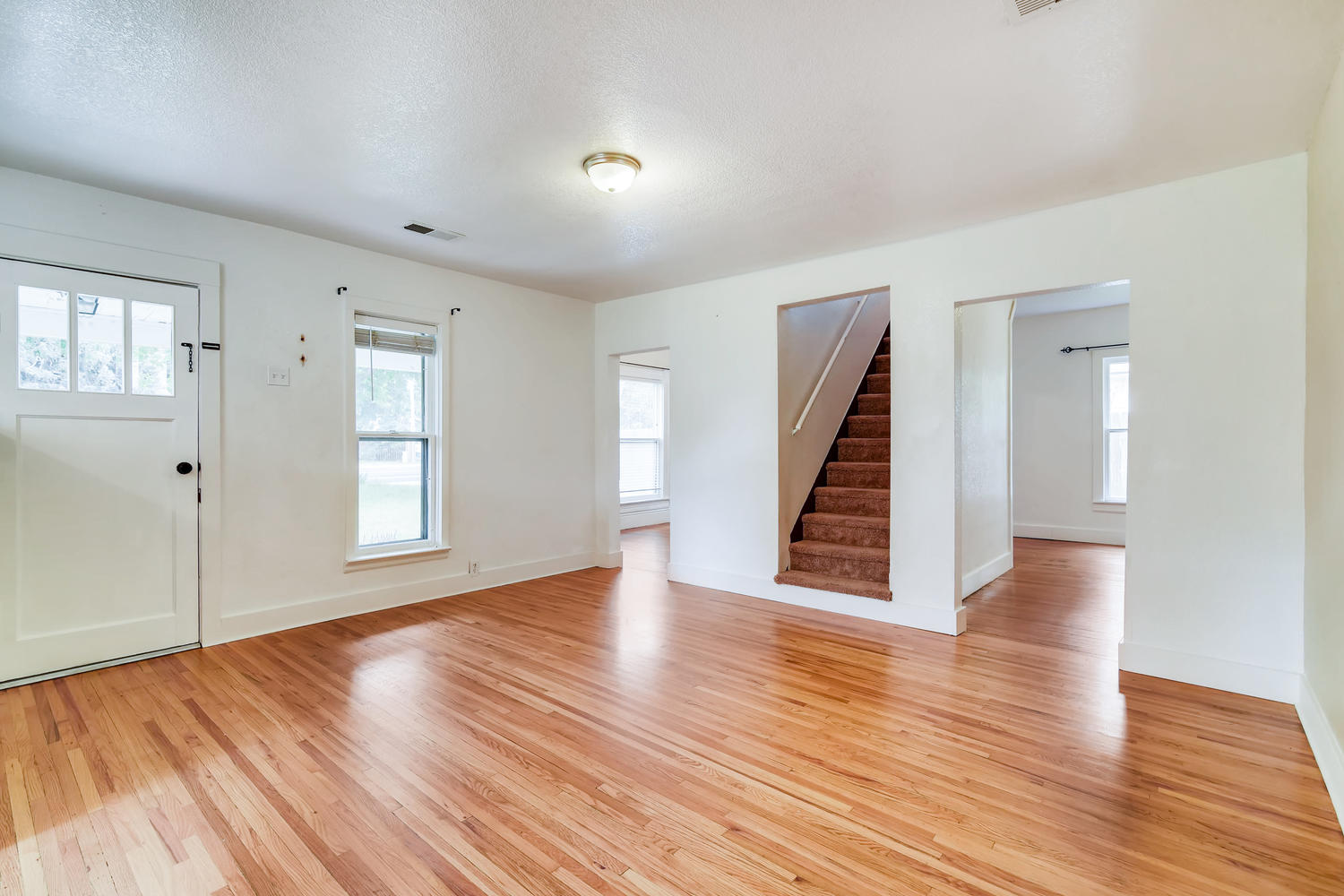 REAL ESTATE LISTING: 1201 E 1st Street Loveland CO Main Living Area