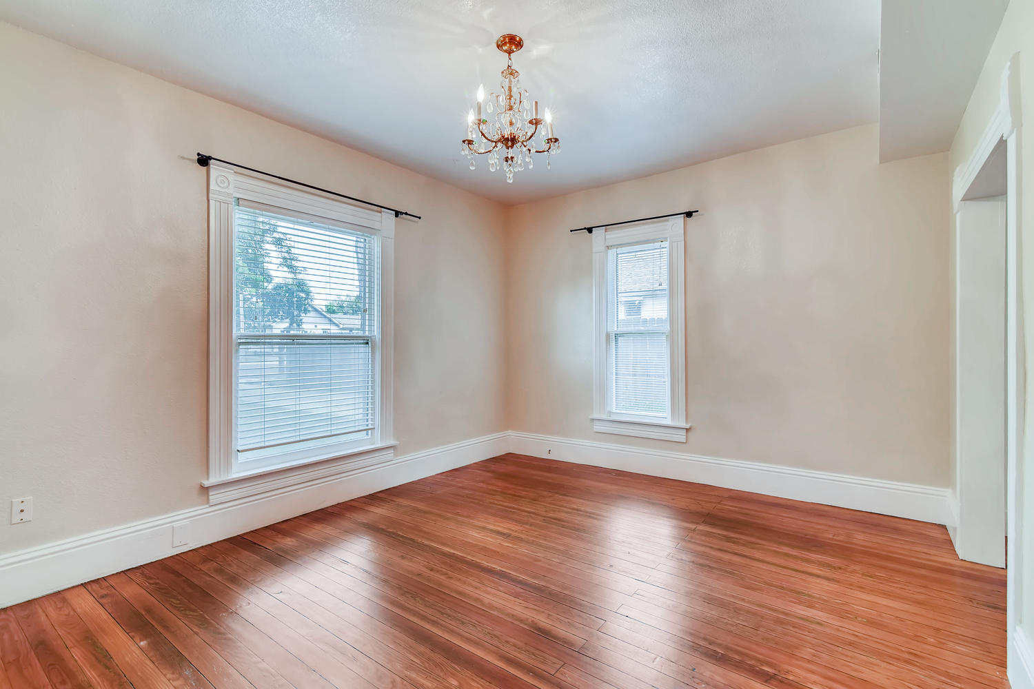 REAL ESTATE LISTING: 1201 E 1st Street Loveland CO Dining Room