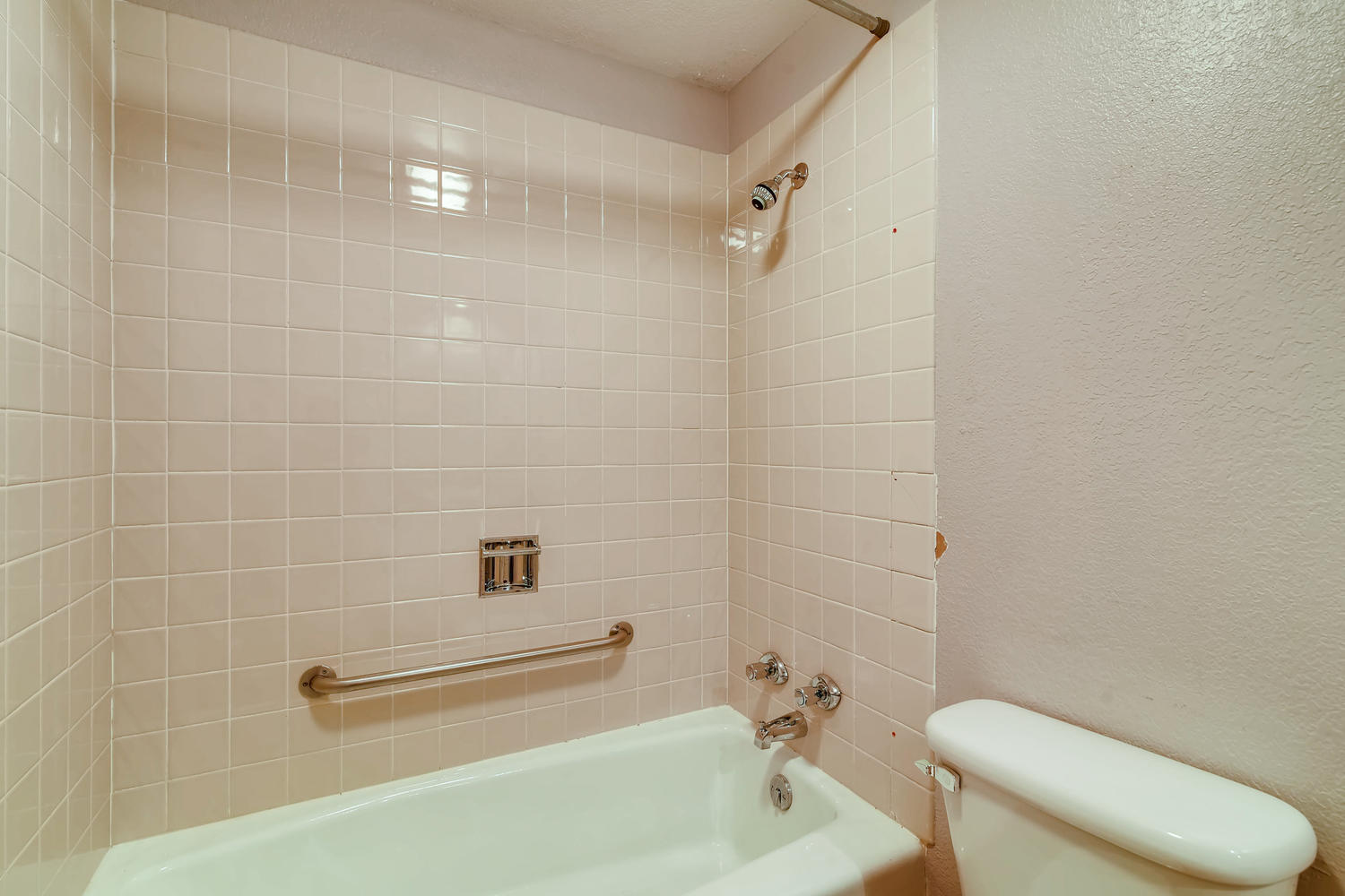 REAL ESTATE LISTING: 1201 E 1st Street Loveland CO Master Bath