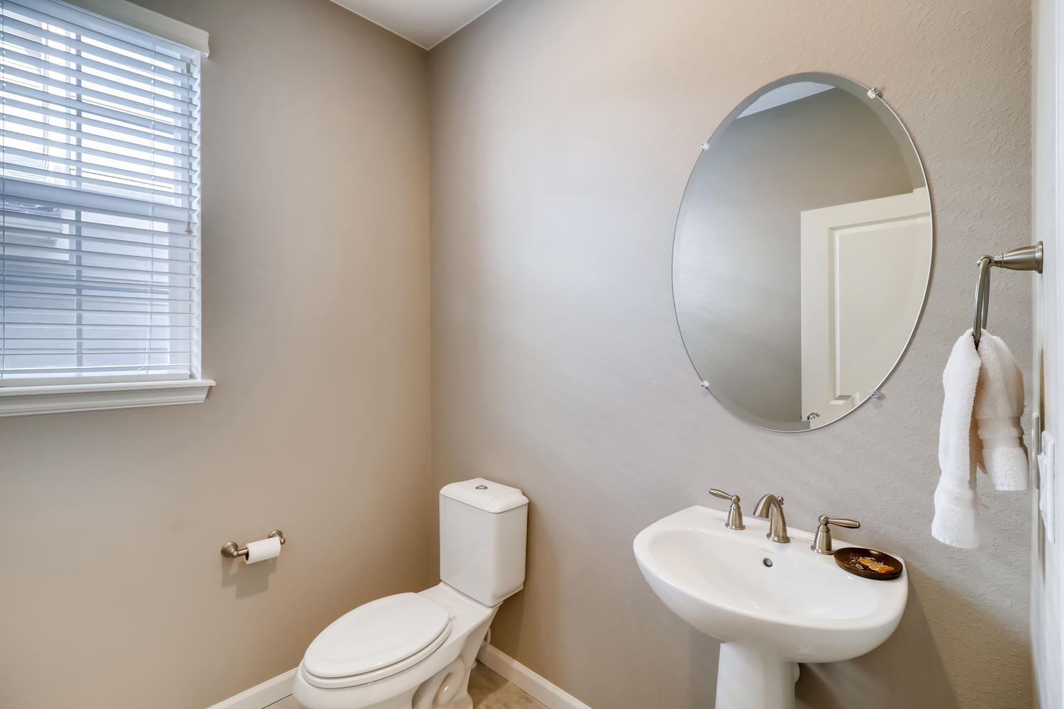 REAL ESTATE LISTING: 1029 Redbud Circle Powder Room