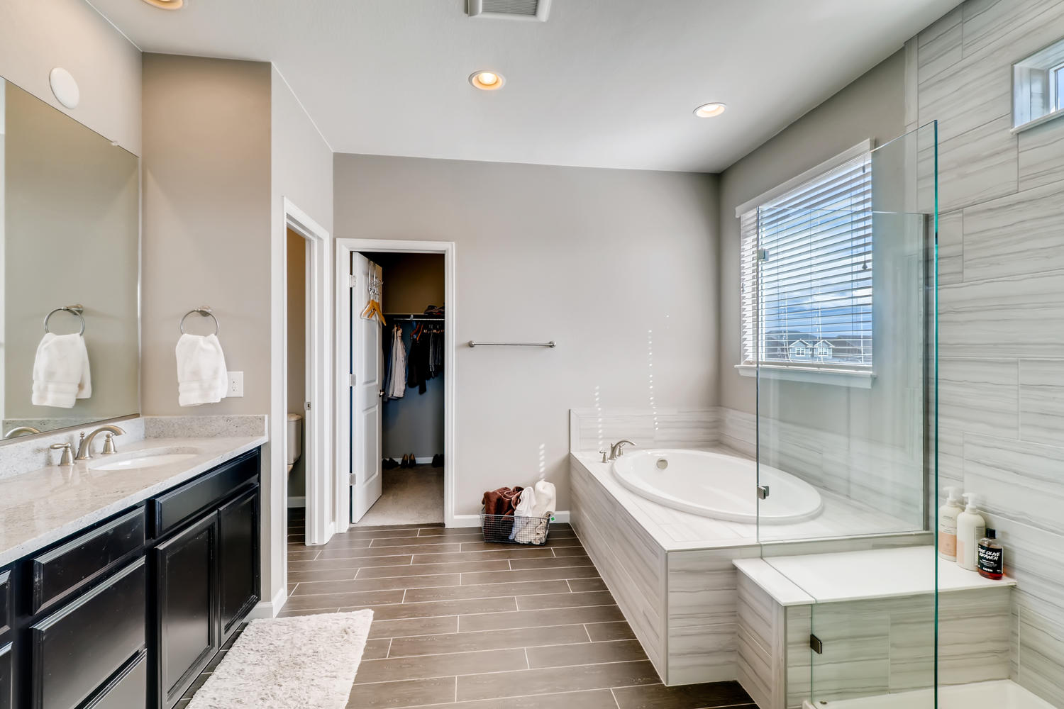 REAL ESTATE LISTING: 1029 Redbud Circle Master Bath