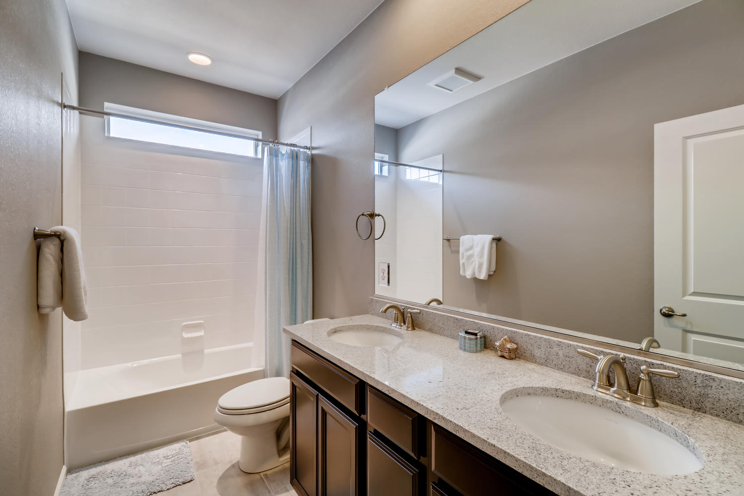 REAL ESTATE LISTING: 1029 Redbud Circle Bathroom #3