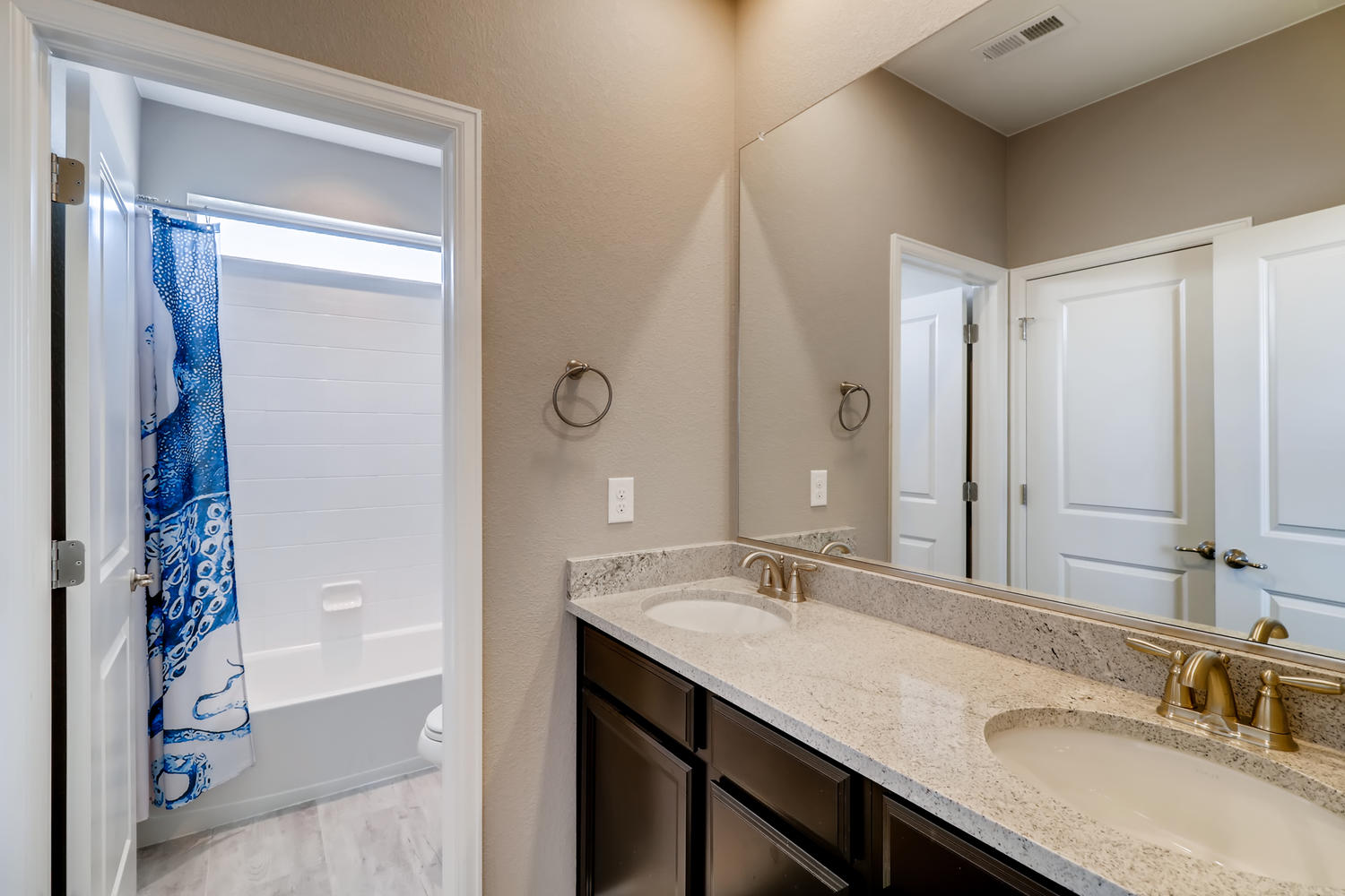 REAL ESTATE LISTING: 1029 Redbud Circle Bathroom #2
