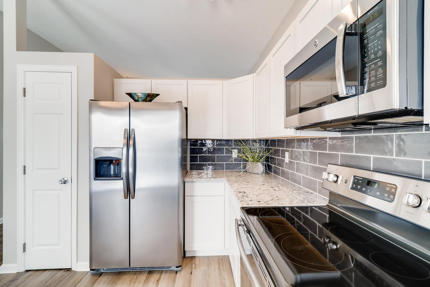 REAL ESTATE LISTING: 1902 Fountain Court Kitchen