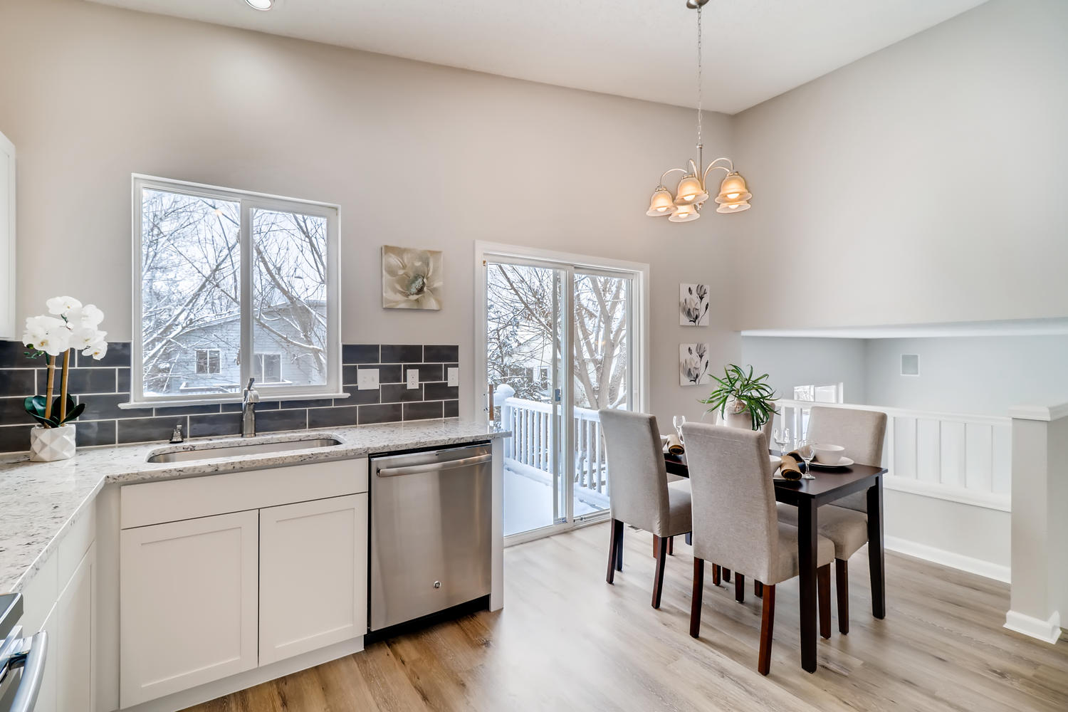 REAL ESTATE LISTING: 1902 Fountain Court Eat In Kitchen
