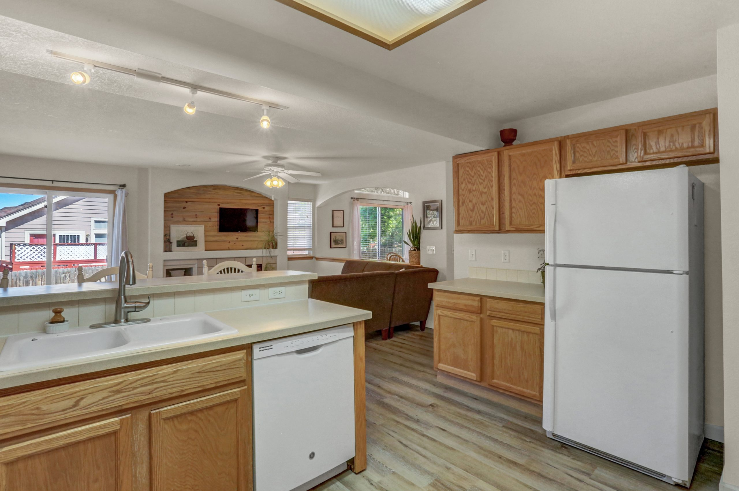 REAL ESTATE LISTING: 10502 Falcon St Firestone Kitchen