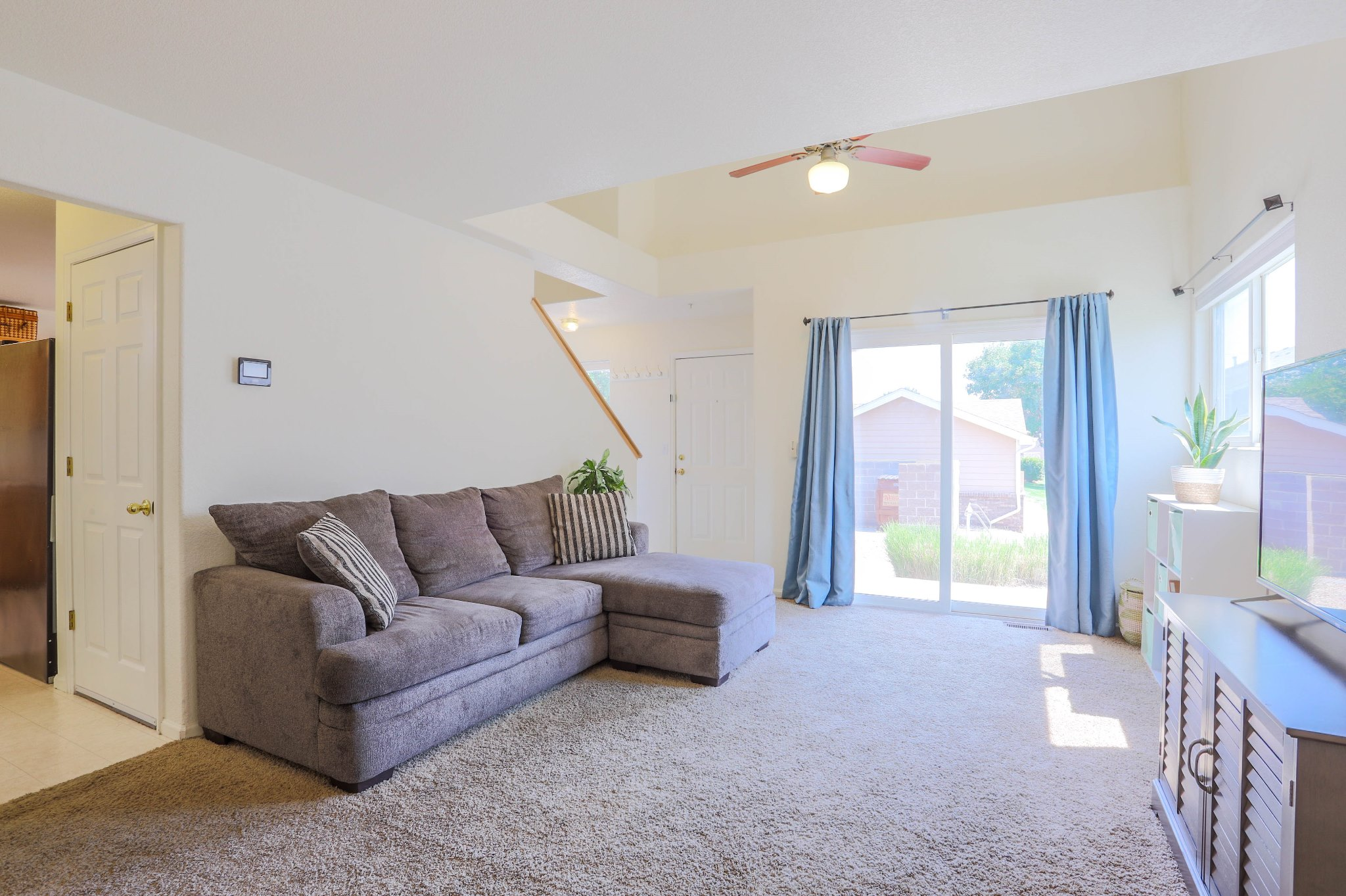 REAL ESTATE LISTING: 1601 Great Western Dr Longmont Great Room