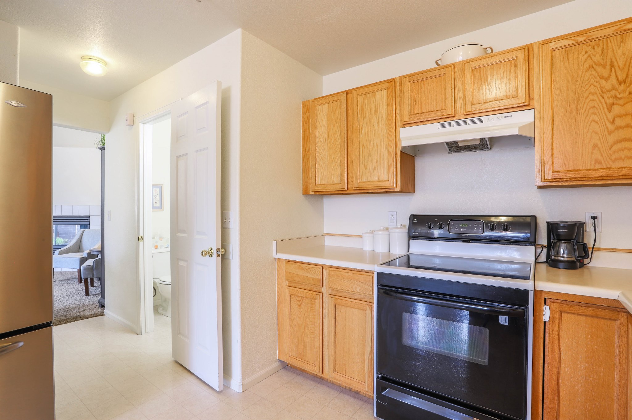 REAL ESTATE LISTING: 1601 Great Western Dr Longmont Kitchen