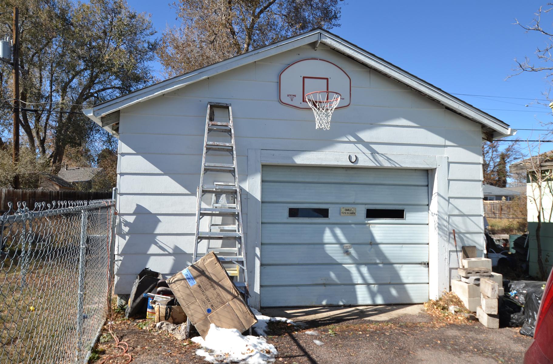 REAL ESTATE LISTING: 1947 Jay st Lakewood CO Detached Garage