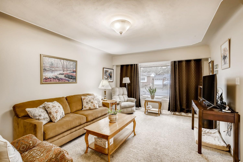 REAL ESTATE LISTING: 1737 Emery St Longmont Living Room