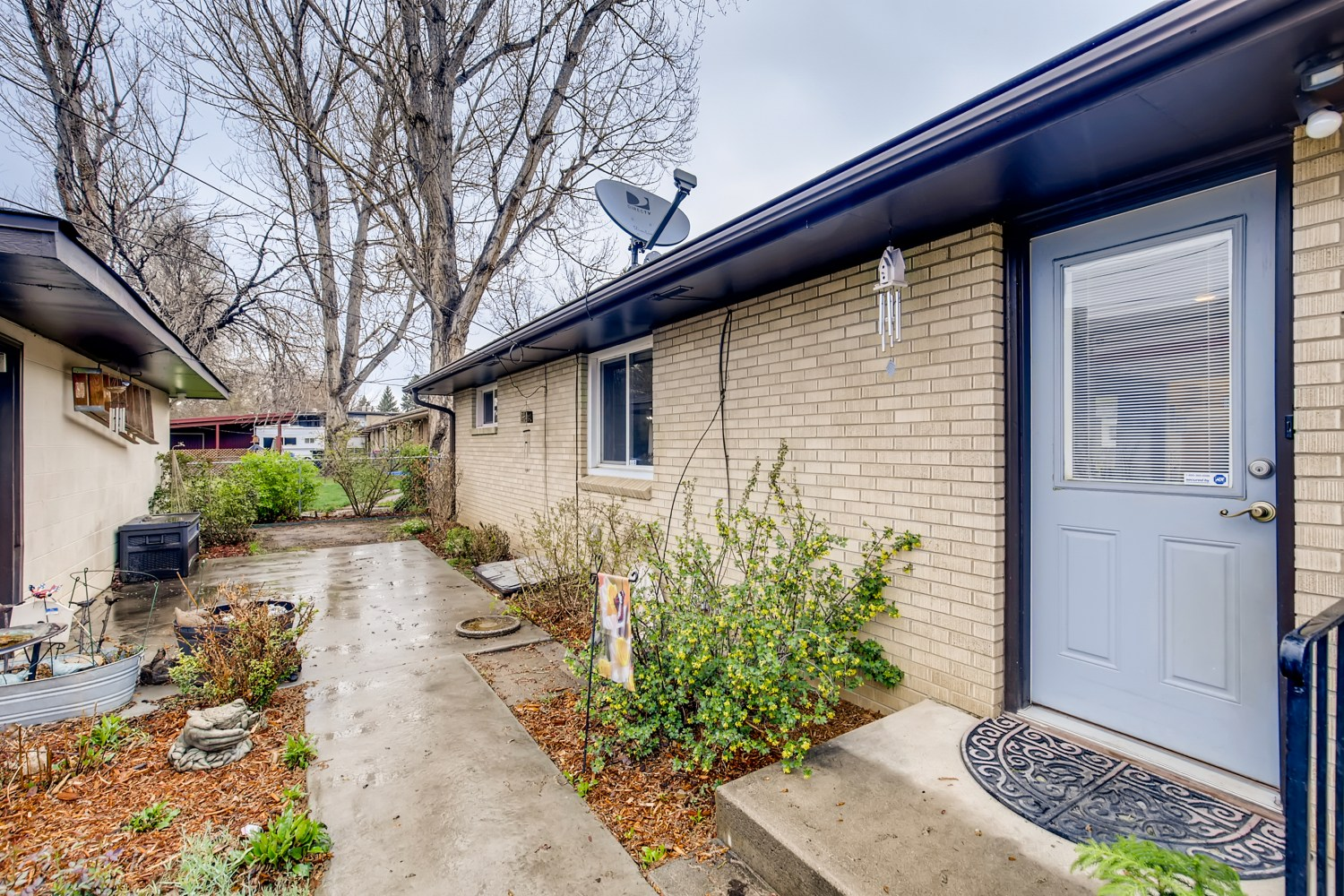 REAL ESTATE LISTING: 1737 Emery St Longmont CO Back Patio