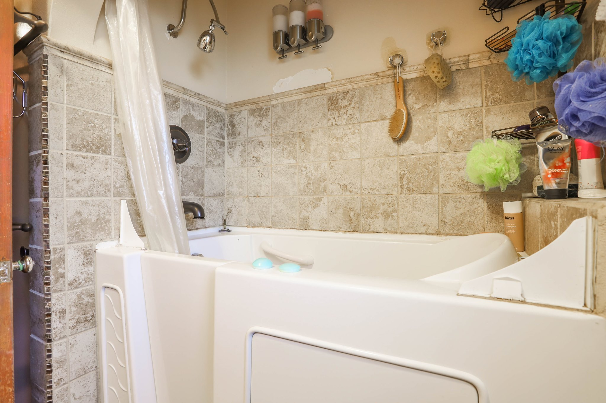 REAL ESTATE LISTING: 75 Zephyr St Lakewood Shared Full Bath