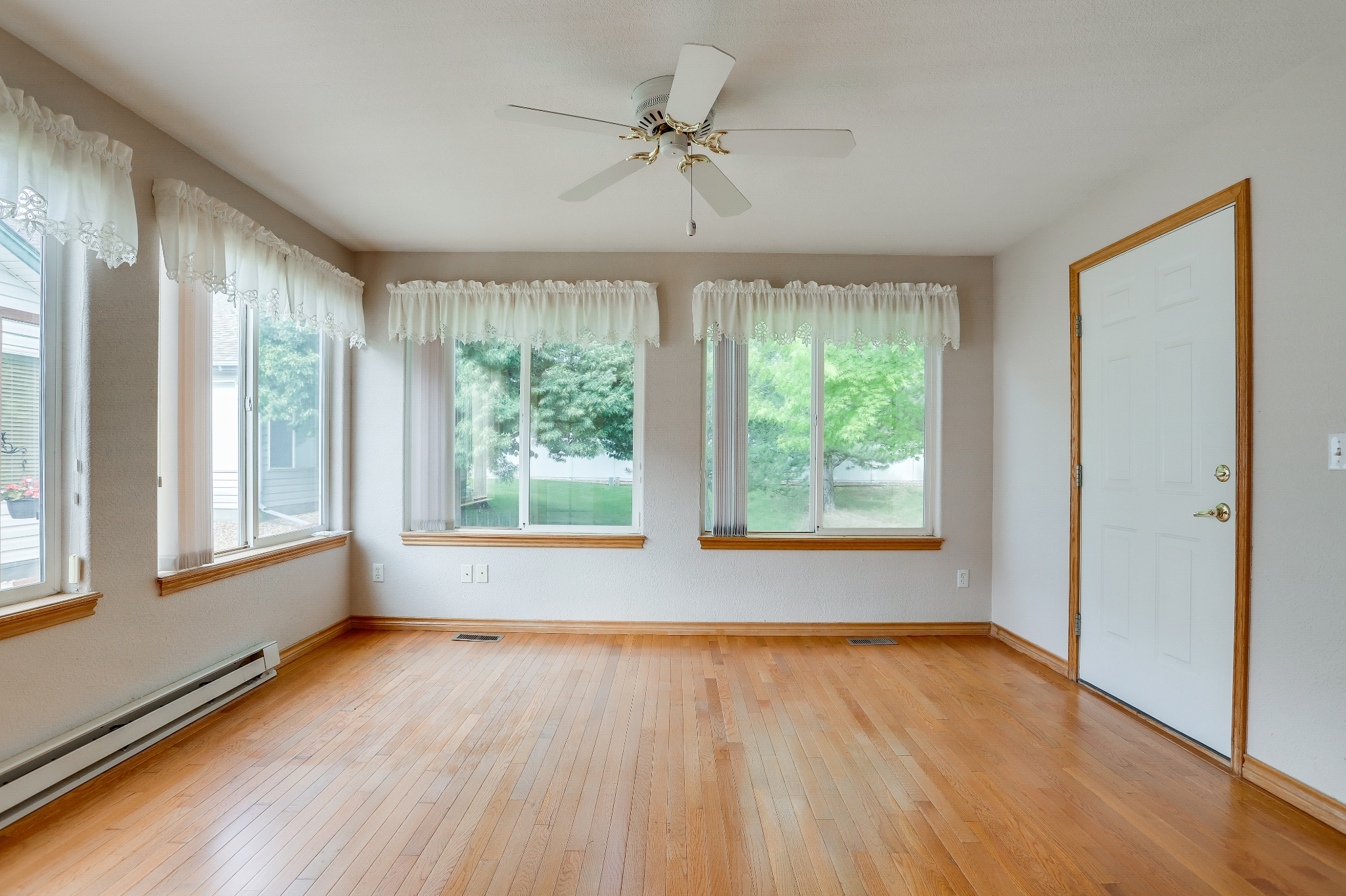 REAL ESTATE LISTING: 1730 Grove Ct Longmont Sun Room