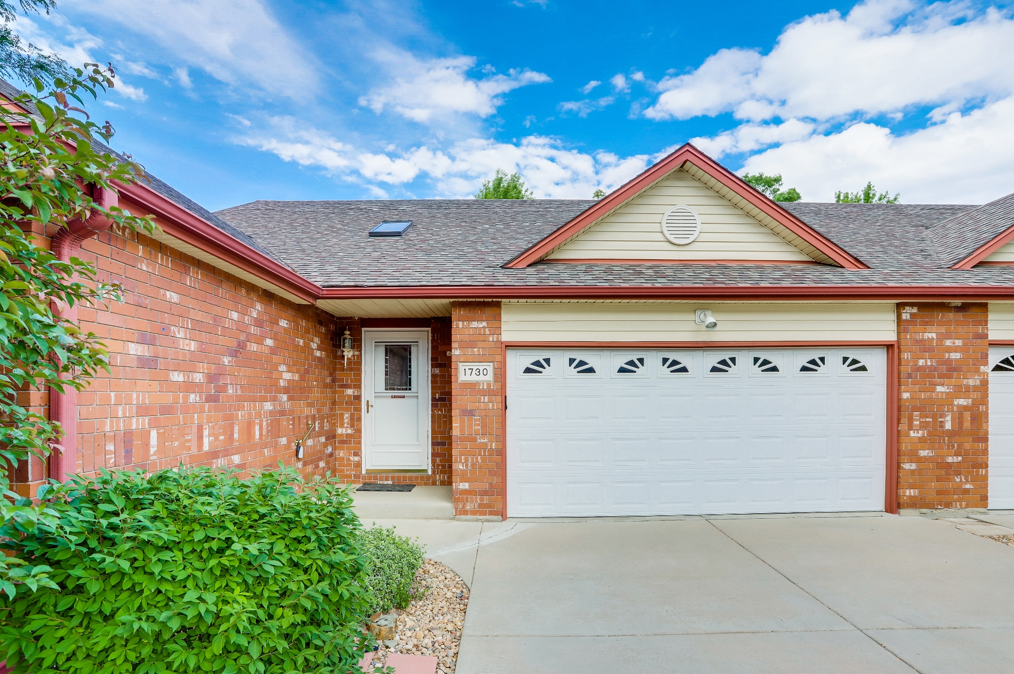 REAL ESTATE LISTING: 1730 Grove CT Longmont Front Exterior