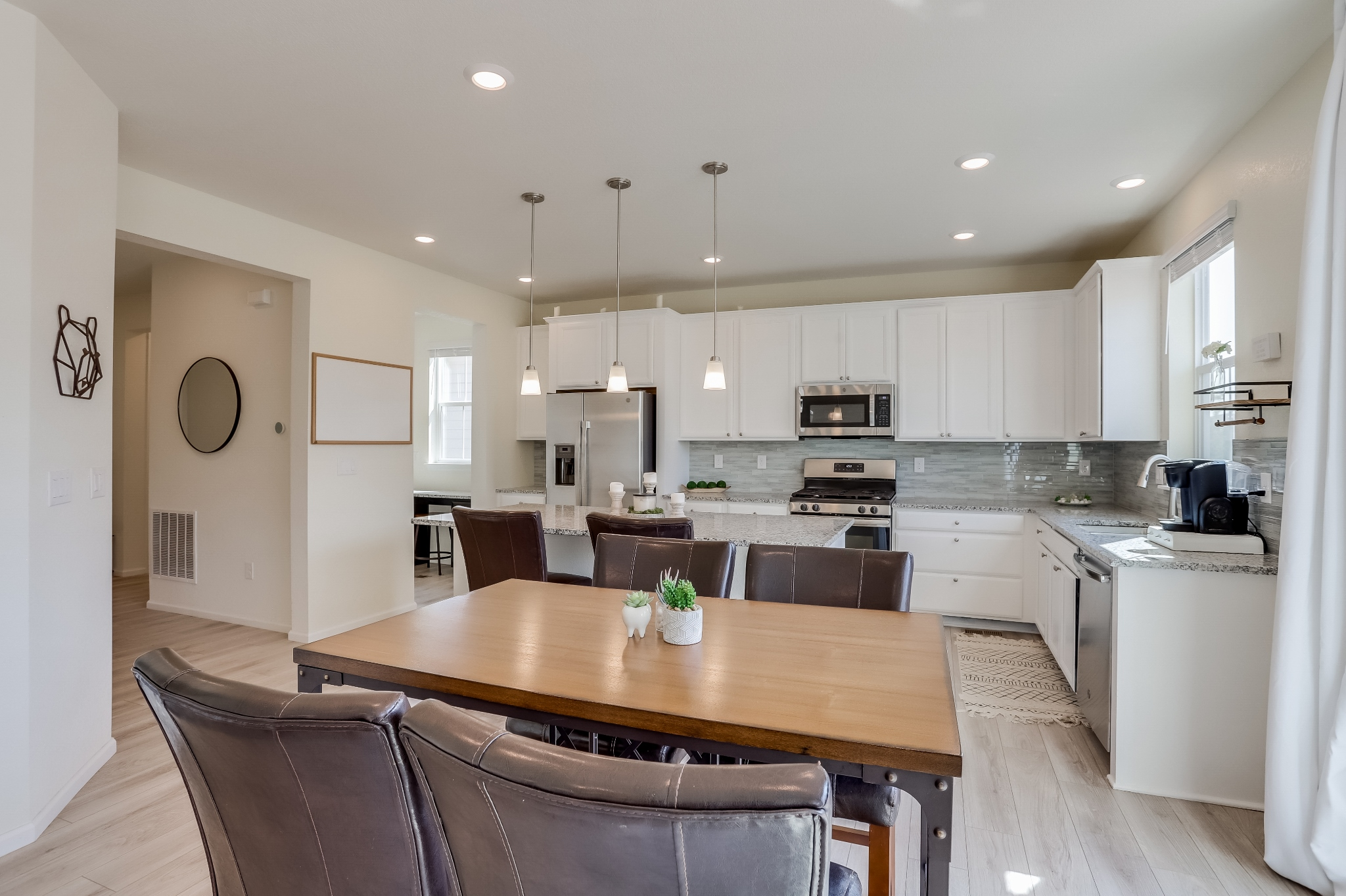 REAL ESTATE LISTING: 12813 Clearview St Firestone Dining Area