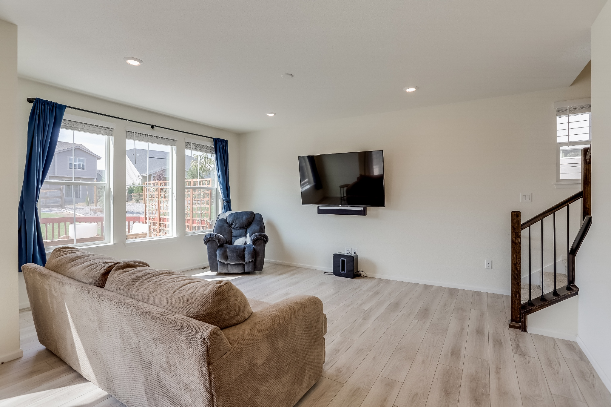 REAL ESTATE LISTING: 12813 Clearview St Firestone Great Room