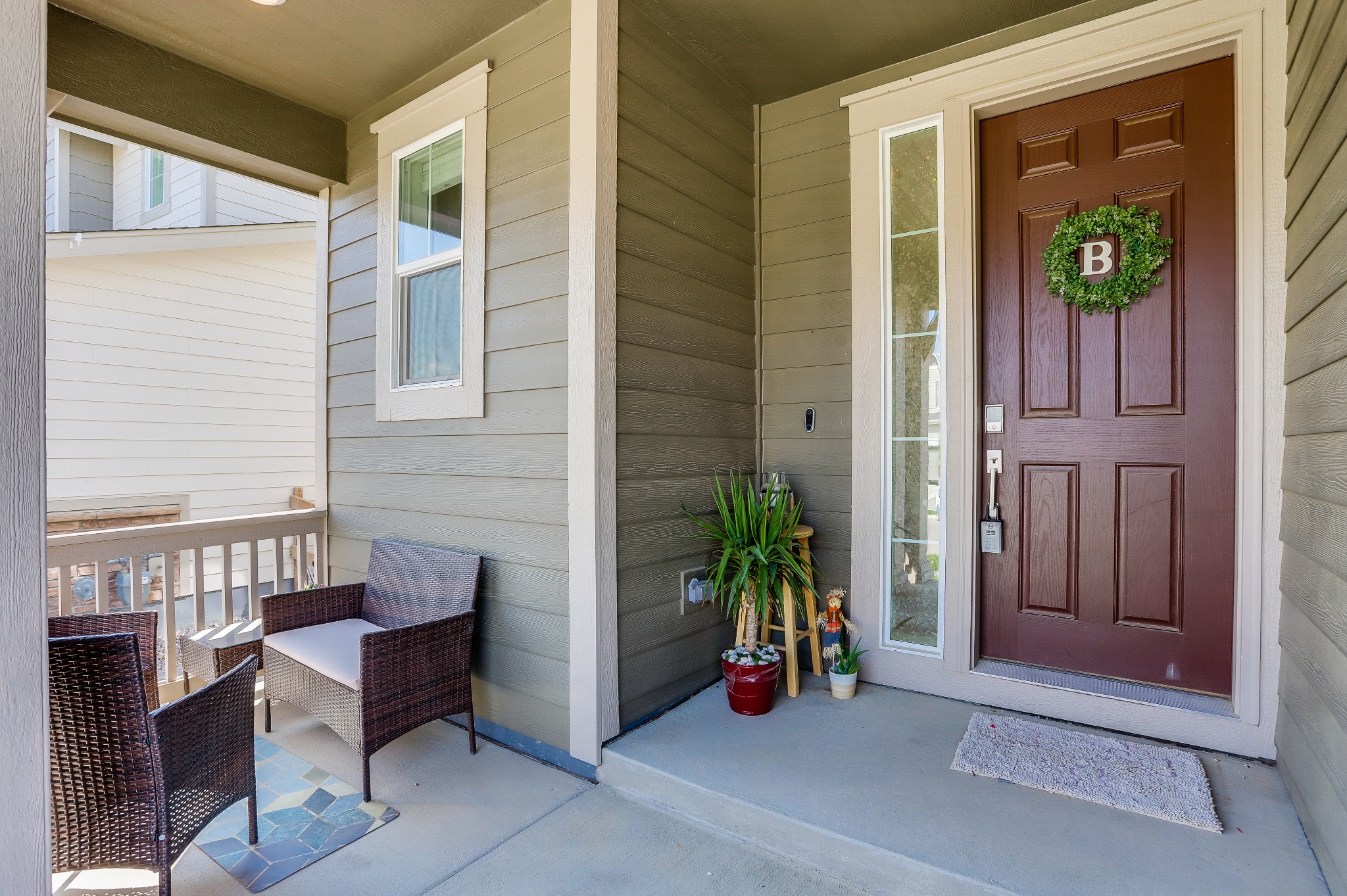 REAL ESTATE LISTING: 12813 Clearview St Firestone Front Entry