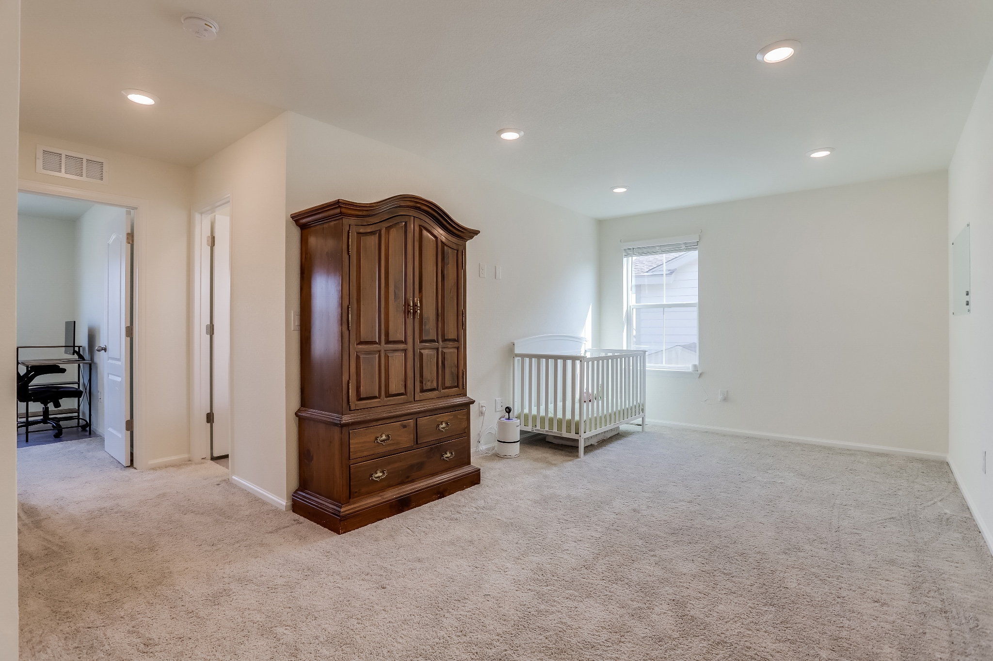 REAL ESTATE LISTING: 12813 Clearview St Firestone Loft