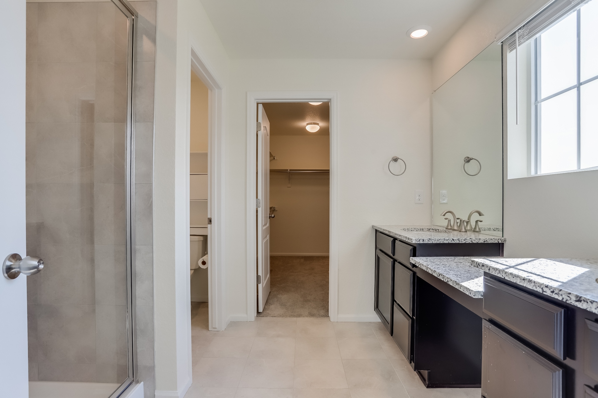 REAL ESTATE LISTING: 12813 Clearview St Firestone Master Bath
